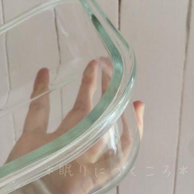 100均ダイソーガラス耐熱容器本体の厚みを確認