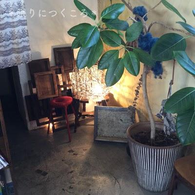 センスの良い小物があちこちに飾られている北中城ジジカフェ