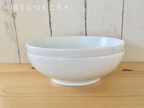 スタッキングして重ねた無印良品の白磁多様鉢