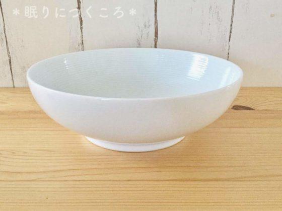 無印良品の白磁多様鉢真横から