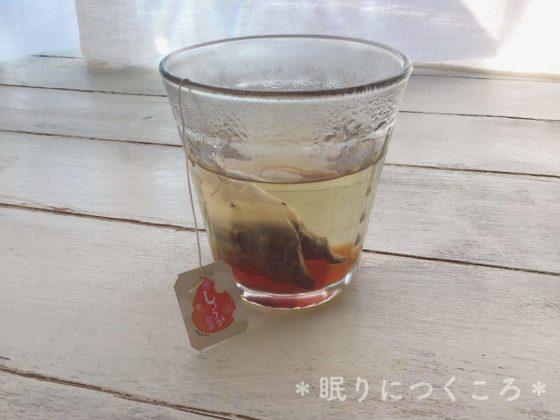 お湯を入れてしばらく経った業務スーパーの生姜紅茶