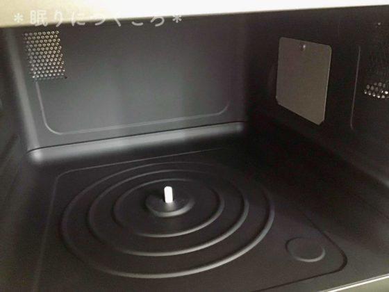 シャープのオーブンレンジRE-S70A-Wマットブラックな庫内