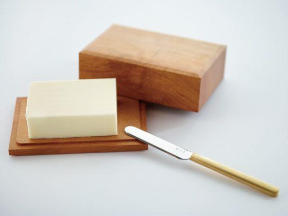 東屋の木製バターケースとバターナイフ